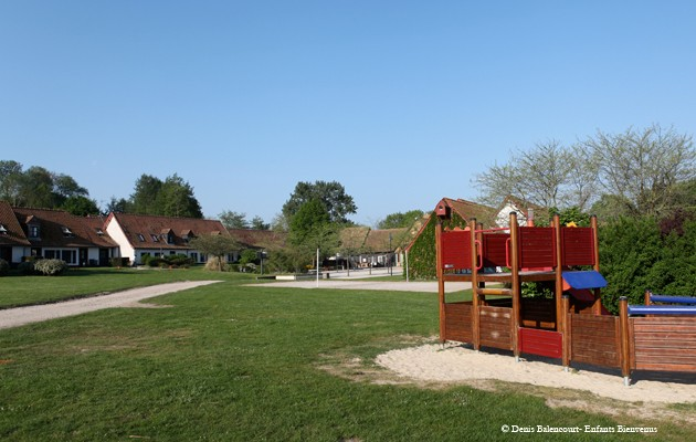 location,parc,piscine,tennis,terrasse,jardin,jeux,baie,balade